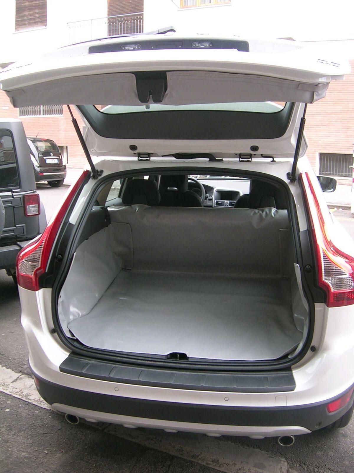 Salva-baule-Volvo-xc60-su-misura-telo-cane-vasca-bagagliaio